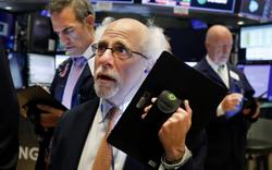 Phố Wall tiếp tục 'rơi tự do' bất chấp động thái tích cực từ chính phủ, Dow Jones rớt hơn 1.000 điểm ngay khi vào phiên