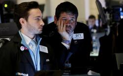 Phố Wall chìm sâu trong biển lửa, Dow Jones lần đầu tiên đóng cửa dưới 20.000 để kể từ năm 2017, thị trường lại bị 'ngắt điện' khi giảm quá sâu