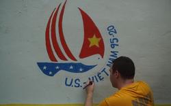 Thủy thủ tàu sân bay USS Theodore Roosevelt trồng rau, sơn tường, vẽ tranh bích họa...ở Đà Nẵng