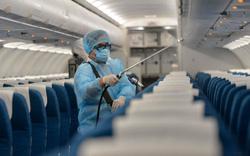 Đoàn công tác Bộ Kế hoạch và Đầu tư ngồi xa hàng ghế bệnh nhân nhiễm Covid-19 số 17