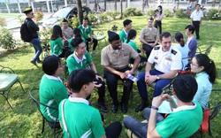 Sinh viên ở Đà Nẵng háo hức giao lưu với thủy thủ tàu sân bay USS Theodore Roosevelt