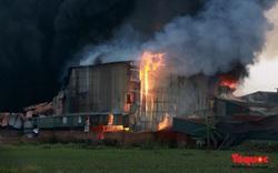 Đang cháy lớn khu nhà xưởng gia công hóa chất hơn 1000m2 ở Hoài Đức, Hà Nội