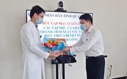 Khen thưởng các y, bác sĩ điều trị thành công ca bệnh Covid-19 số 57