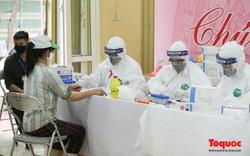 Hà Nội: Hàng trăm tiểu thương chợ đầu mối xét nghiệm nhanh Covid -19