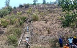 Người dân hốt hoảng phát hiện thi thể trong quá trình phân hủy ở trên núi