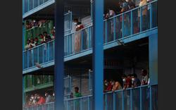 Cuộc sống bên trong khu ký túc xá S11 - Ổ dịch COVID-19 lớn nhất Singapore