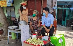 CSGT TP Hồ Chí Minh san sẻ khó khăn với người dân bị ảnh hưởng bởi đại dịch Covid-19