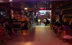 Bất chấp lệnh cấm, quán karaoke vẫn mở cửa đón khách
