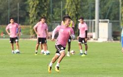 Cầu thủ CLB Hà Nội miệt mài tập luyện chờ ngày bóng lăn