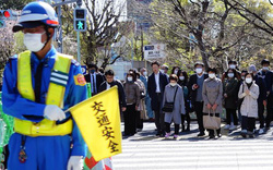 Bất chấp đại dịch Covid-19, người Nhật không ở nhà nếu Thủ tướng Abe chưa yêu cầu