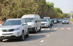 """TP.HCM: 200 ô tô dịch vụ được phép lưu thông để hỗ trợ miễn phí người dân trong những ngày """"cách ly toàn xã hội"""""""