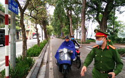 Quận Hoàn Kiếm xử lý 103 trường hợp không đeo khẩu trang nơi công cộng, đình chỉ 1 cửa hàng kinh doanh không thiết yếu vẫn mở cửa