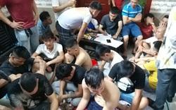 Bắt 42 con bạc đang sát phạt nhau lúc nửa đêm ở Nghệ An