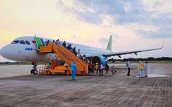 Gần 200 công dân Việt Nam bị kẹt tại Philippines đã về nước an toàn trên chuyến bay của Bamboo Airways ngày 14/5