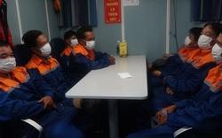Kịp thời cứu 7 ngư dân trên tàu chìm trong giông lốc