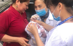 Sản phụ vỡ ối giữa đường, nhân viên tiêm chủng phải tham gia đỡ đẻ