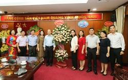 Thứ trưởng Bộ VHTTDL Trịnh Thị Thủy chúc mừng các cơ quan báo chí