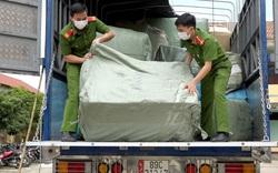 Quảng Bình: Bắt xe chở lô hàng hóa gần 2 tỷ đồng không rõ nguồn gốc