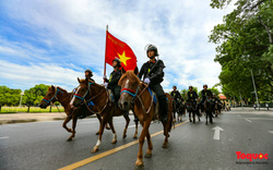 Đoàn Kỵ binh Cảnh sát cơ động chính thức ra mắt, diễu hành trước Lăng Bác và Nhà Quốc hội