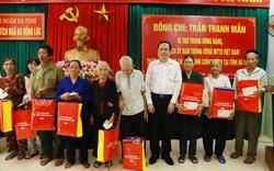 Ông Trần Thanh Mẫn tặng quà cho gia đình chính sách huyện Can Lộc, Hà Tĩnh