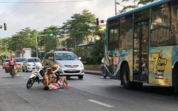 Hà Nội: CSGT cứu người phụ nữ qua cơn nguy kịch do tự ngã xe đạp