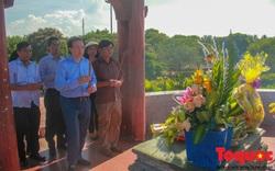 Bộ VHTTDL dâng hương tại Nhà lưu niệm cố Tổng Bí thư Lê Duẩn và Thành Cổ Quảng Trị