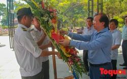 Đoàn công tác Bộ VHTTDL đến viếng nghĩa trang liệt sĩ tại Quảng Trị