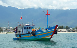 Bắt quả tang tàu cá chở 9 người từ Đà Nẵng đến Huế để trốn cách ly xã hội