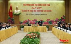 Thủ tướng Nguyễn Xuân Phúc gặp mặt đại biểu trí thức, nhà khoa học, văn nghệ sỹ