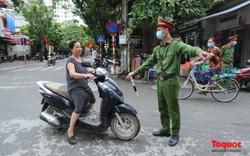 Hà Nội: Xử phạt hàng loạt trường hợp không đeo khẩu trang nơi công cộng