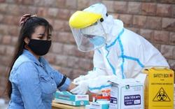 Lấy mẫu xét nghiệm SARS-CoV-2 cho hàng ngàn người nước ngoài đang sinh sống tại Đà Nẵng