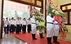 Dâng hương tưởng niệm 132 năm Ngày sinh Chủ tịch Tôn Đức Thắng