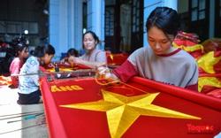 Khám phá ngôi làng hơn bảy mươi năm may cờ Tổ quốc