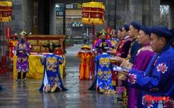Du khách thích thú xem tái hiện lễ Ban Sóc của triều Nguyễn, nhận lịch tặng nhân dịp đón năm mới
