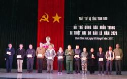 Bộ Tổng Tham mưu tặng quà, động viên gia đình các liệt sỹ ở thủy điện Rào Trăng 3