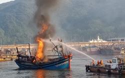 3 tàu cá bốc cháy dữ dội trong Âu thuyền cảng cá Thọ Quang