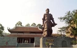 Bí thư Thành ủy Hà Nội Vương Đình Huệ dâng hương tưởng nhớ Quang Trung- Nguyễn Huệ