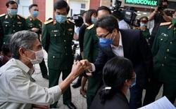 Phó Thủ tướng Vũ Đức Đam thăm các tình nguyện tiêm thử nghiệm vaccine COVID-19