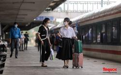 Người dân háo hức trở về quê trên chuyến tàu Bắc - Nam