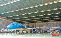 Hàng không Việt Nam bảo dưỡng máy bay, chờ ngày cất cánh