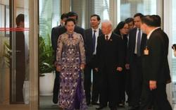 Hình ảnh Đại biểu Quốc hội bên hành lang nghị trường ngày khai mạc Kỳ họp thứ 11