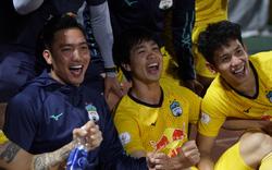 Công Phượng cười sảng khoái, HLV Kiatisak không giấu khỏi xúc động sau trận đại thắng trước Viettel