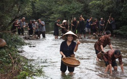 """Điệu """"Hò thuốc cá"""" của người Nguồn ở Quảng Bình được công nhận di sản văn hóa phi vật thể Quốc gia"""