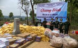 Thăm hỏi, tặng quà cho lực lượng bảo vệ biên giới và nhân dân nước bạn Lào nhân dịp Tết Bunpimay