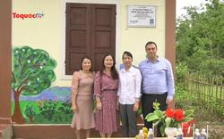 Trẻ em vùng lũ vui mừng đón nhận công trình phục vụ trường học mới, kiên cố