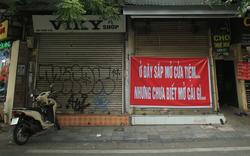 """COVID-19 quay trở lại, """"siêu mặt tiền"""" trên phố cổ Hà Nội ế ẩm treo biển """"sắp mở cửa tiệm nhưng chưa biết mở cái gì"""""""