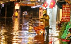 Hà Nội mưa như trút nước, nhiều tuyến phố nội đô bị ngập sâu trong biển nước
