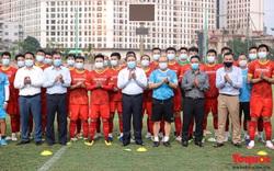 Bộ trưởng Nguyễn Văn Hùng thăm Đội tuyển bóng đá nam Quốc gia Việt Nam trước giờ lên đường dự Vòng loại World Cup