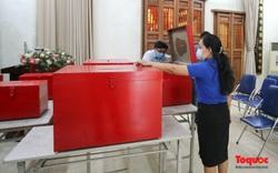 Một người đi bỏ phiếu cho cả nhà: Về nguyên tắc là không đúng quy định