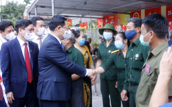 Chủ tịch Quốc hội Vương Đình Huệ kiểm tra công tác bầu cử tại tỉnh Hải Dương, huyện Đông Anh (Hà Nội)